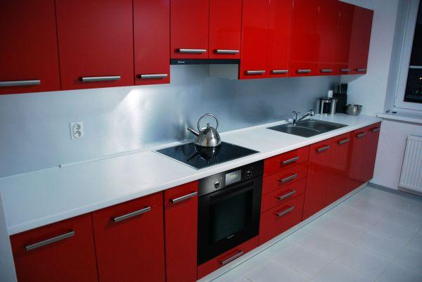 Modne kuchnie w czerwieni