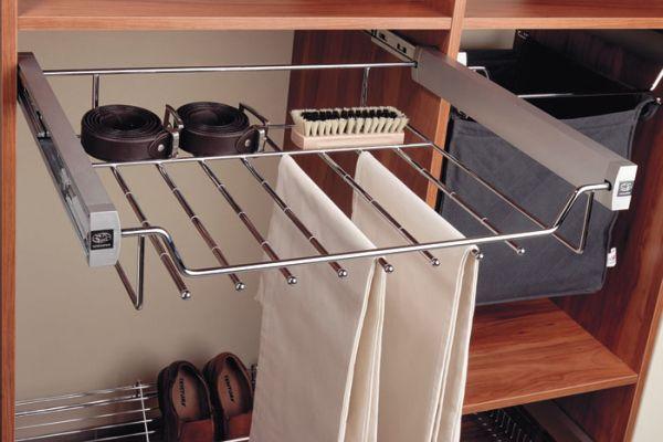 Jak zagospodarować wnętrze szafy?