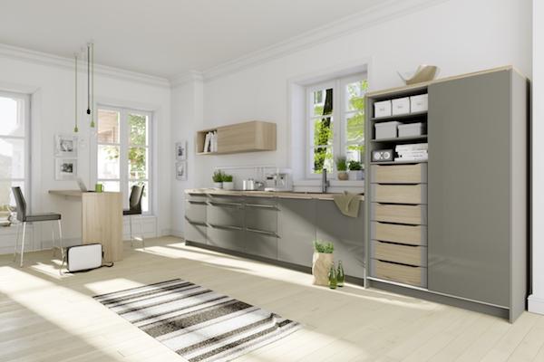 Funkcjonalna i atrakcyjna zabudowa kuchenna od podłogi po sufit